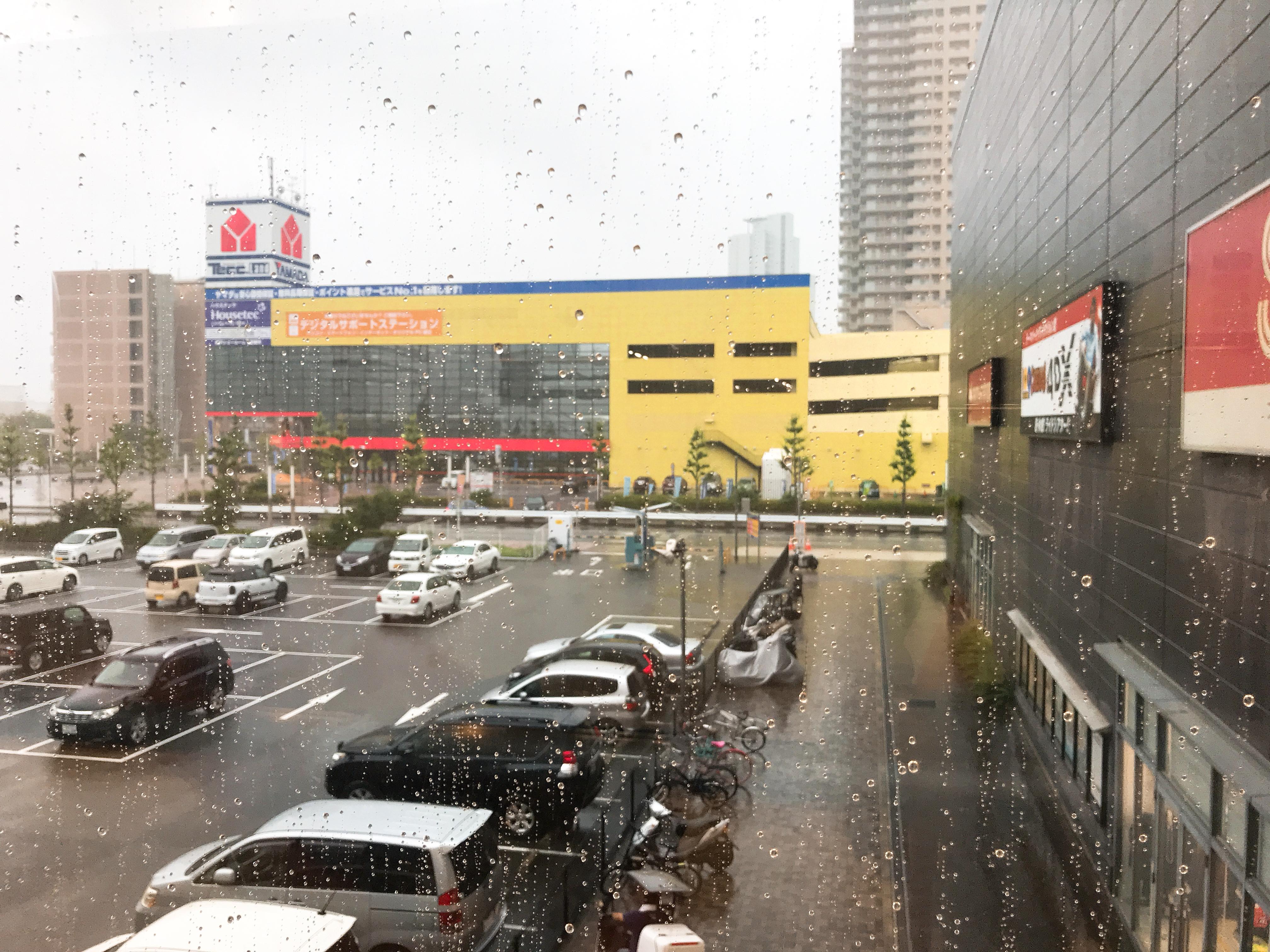 昔から「雨」が苦手。嫌いじゃないけど、濡れる事が本当に苦手なんです